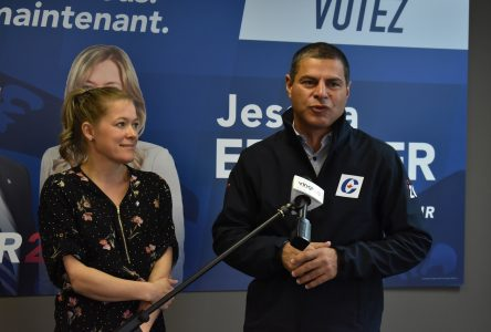 Alain Rayes prête main-forte à Jessica Ebacher