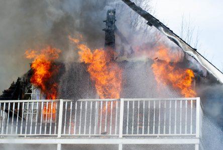 Une maison détruite par le feu à Saint-Joachim-de-Courval (mise à jour)