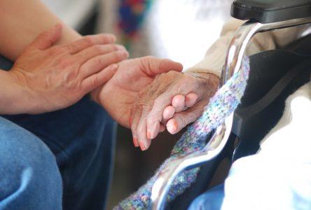Des proches aidants en couple recherchés pour une étude