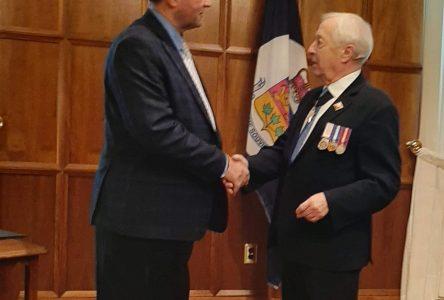 Jacques Fafard reçoit une médaille du lieutenant-gouverneur du Québec