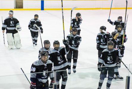 Une équipe inuite au Tournoi midget (photos)