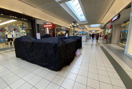 Centres commerciaux, salles à manger des restaurants et salons de coiffure seront fermés