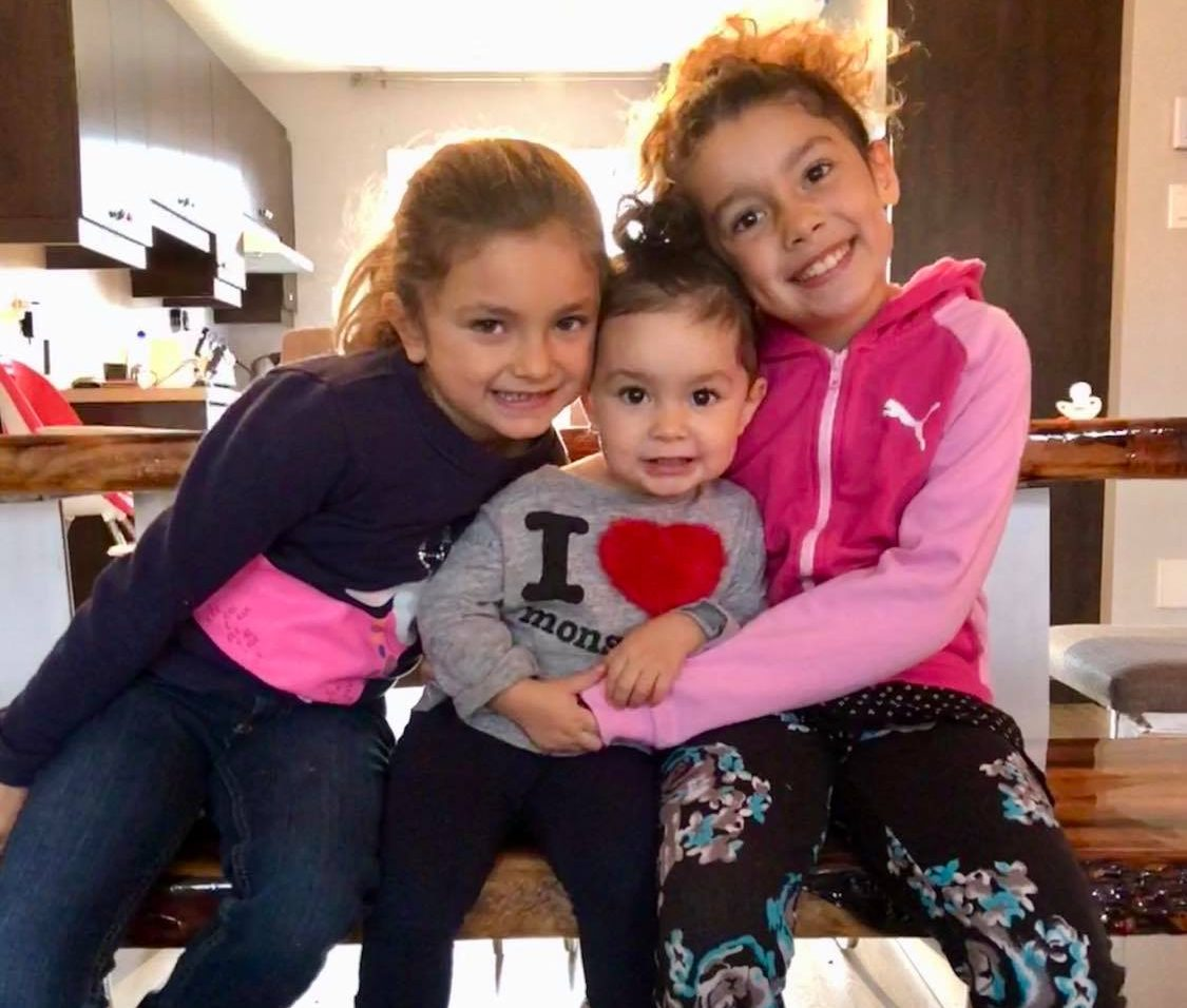 Un père cherche à ramener ses filles au Québec