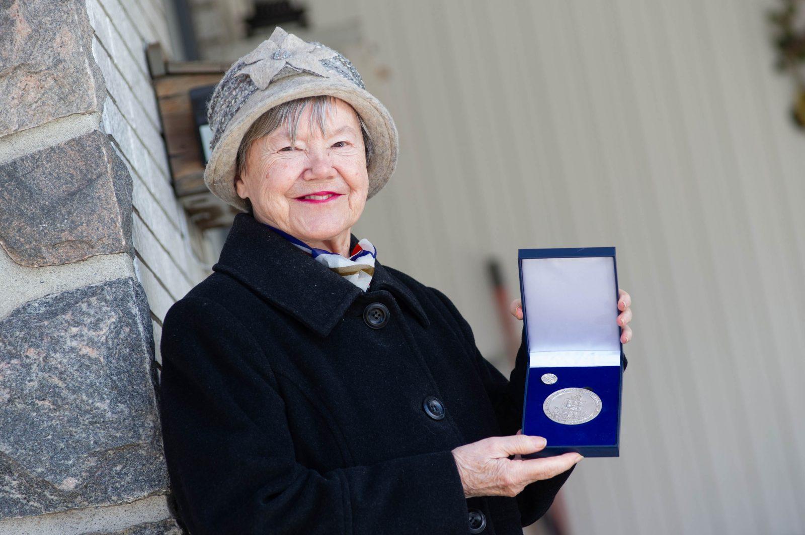 Une Drummondvilloise reçoit la médaille du lieutenant-gouverneur… par la poste