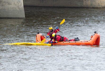 Sauvetage sur la rivière : c'était une bâche jaune (mise à jour)