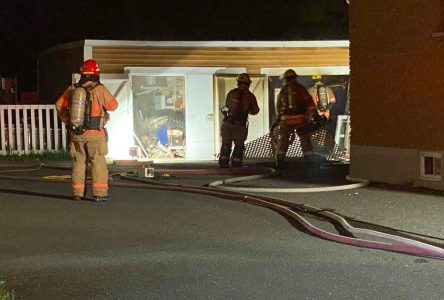 Un garage en feu sur la rue Saint-Laurent