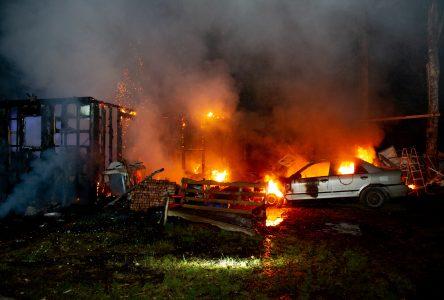 Incendie d'un chalet à Saint-Lucien: la SQ enquêtera