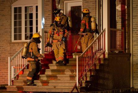 Un incendie pousse une famille à la rue