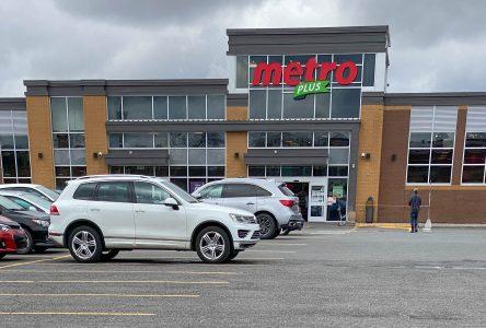 Les supermarchés Metro de Drummondville vont de l'avant avec l'épicerie en ligne