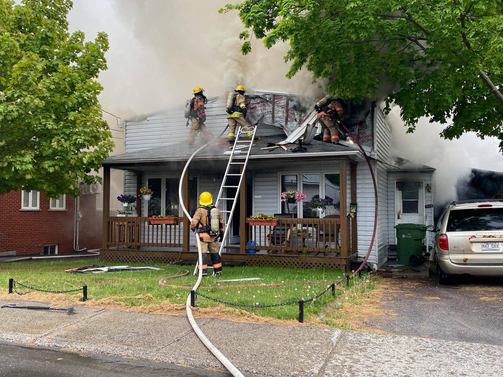 Une résidence incendiée à Saint-Charles