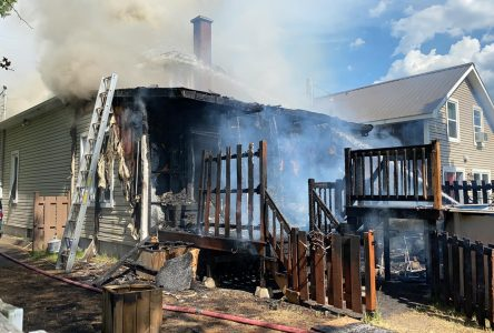 Un incendie éclate sur la rue Charles-Garnier (photos)