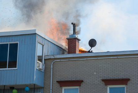 Incendie de la rue Lindsay : des dizaines de personnes à la rue