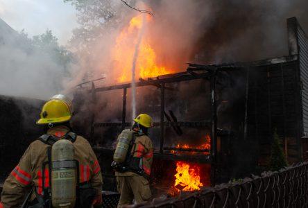 Une explosion cause un incendie à Saint-Charles (photos et vidéo)