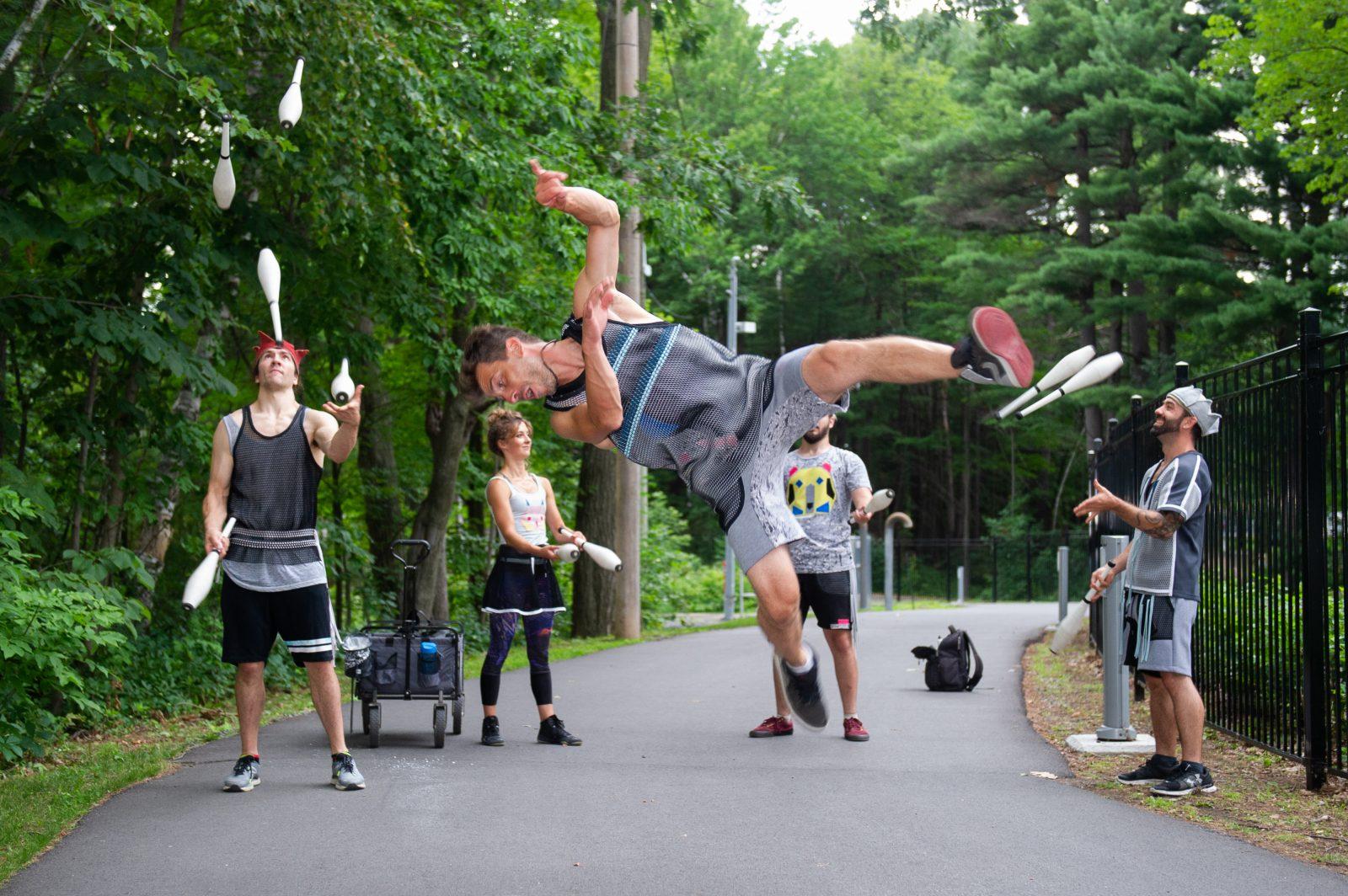 Des prestations de cirque à la promenade Rivia