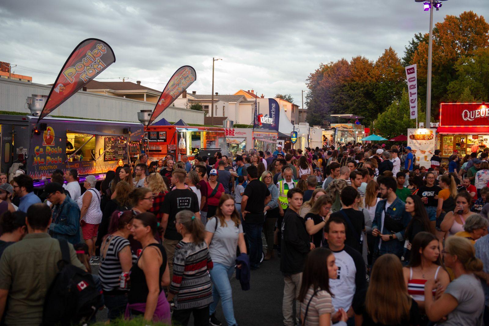 Québec permet les rassemblements publics extérieurs de 250 personnes