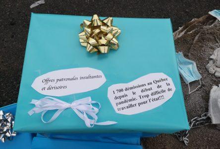 Des professionnelles en soins expriment leur détresse par des cadeaux symboliques