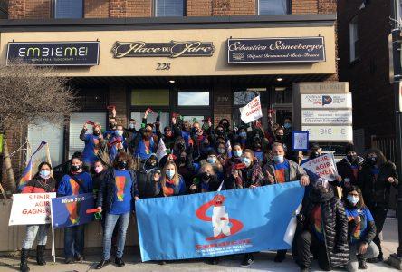 Des éducateurs en service de garde manifestent à Drummondville