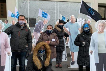 Les professionnelles de la FIQ manifestent devant les bureaux du ministère
