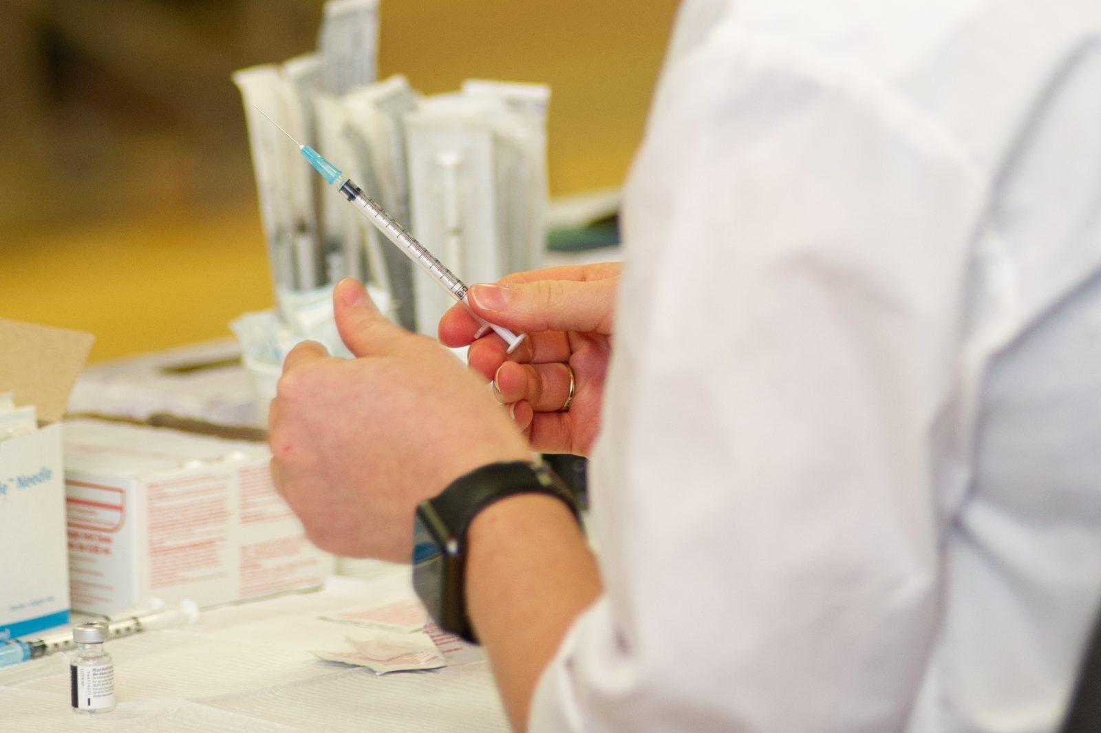 Vaccination en milieu de travail: 26 entreprises et municipalités manifestent leur intérêt