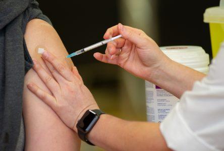 La vaccination dans la population débutera à la mi-mars dans la région