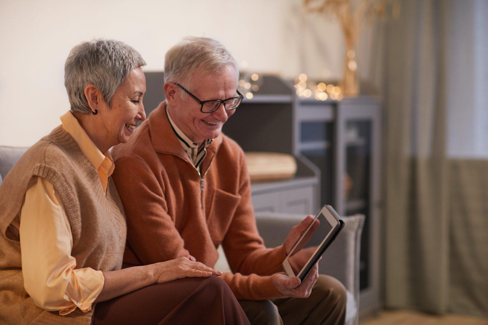 Une plateforme numérique pour offrir des outils aux personnes aînées