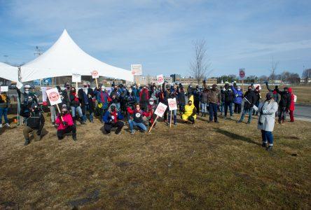 Jour de grève pour les enseignants du Cégep de Drummondville (photos)