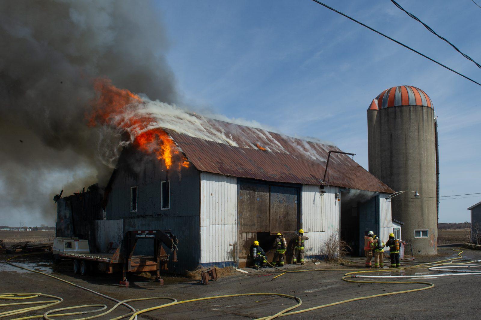 Un atelier de sablage au jet incendié (photos et vidéo)