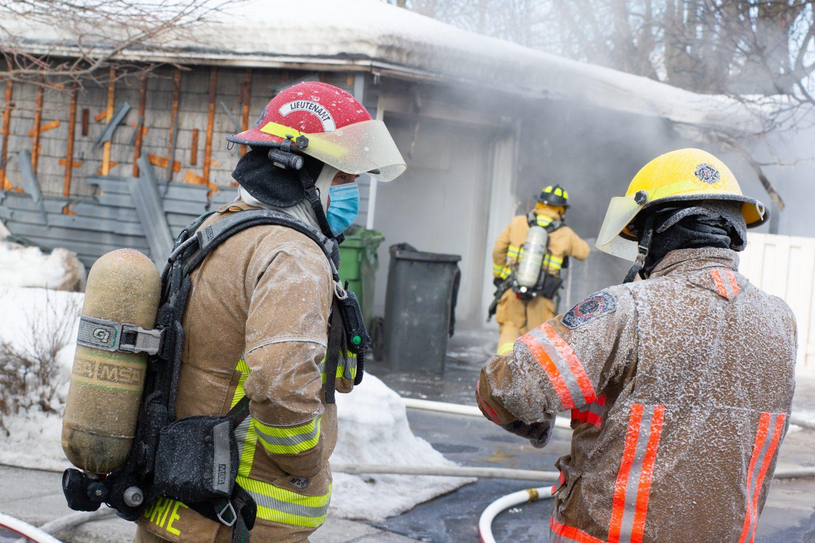 Un petit atelier d'ébénisterie endommagé par les flammes