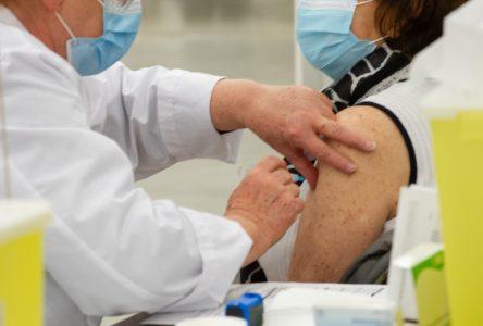 Vaccination : 10 000 doses pour les malades chroniques et certains travailleurs essentiels