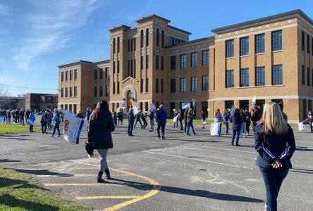 Quelque 1 380 enseignants participent à une grève de courte durée