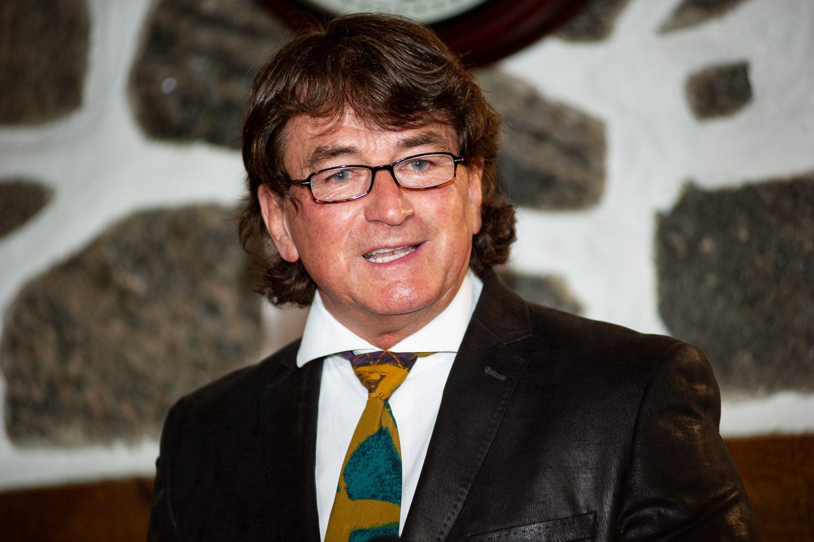 De futurs candidats se joignent à Alain Carrier