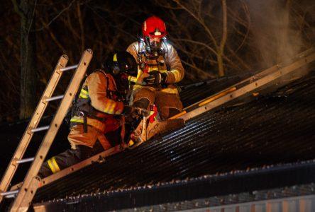 Une cabane à sucre endommagée par les flammes