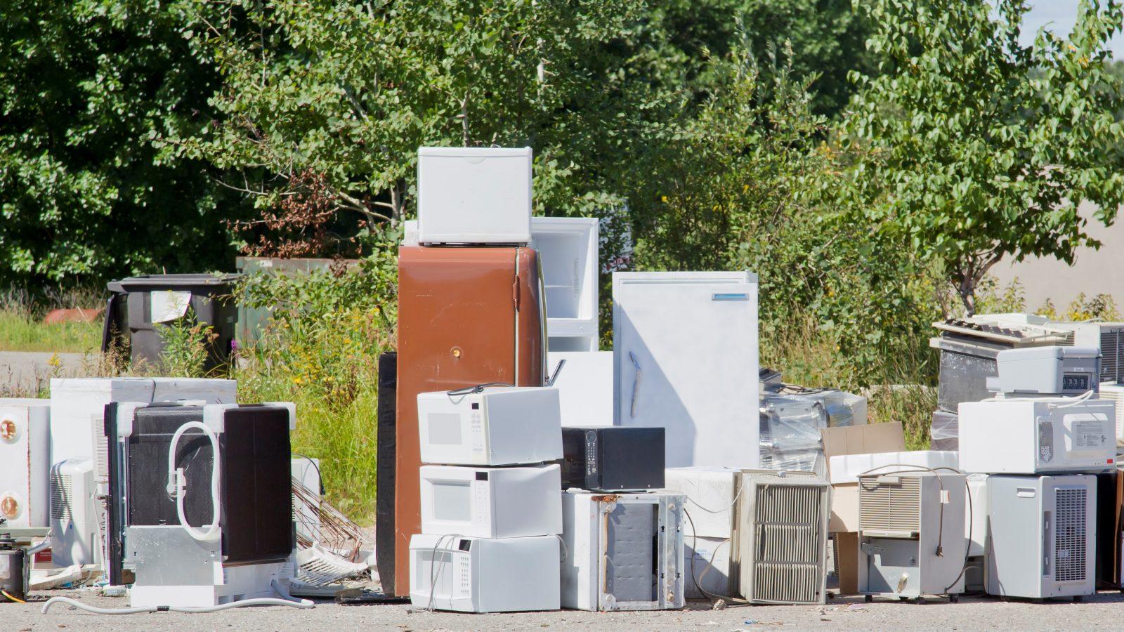 Collecte de rebuts encombrants: les appareils électroniques et réfrigérants exclus de la liste