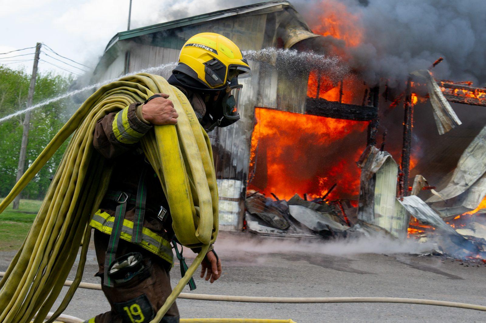 Un garage détruit par les flammes à Wickham (photos et vidéo)