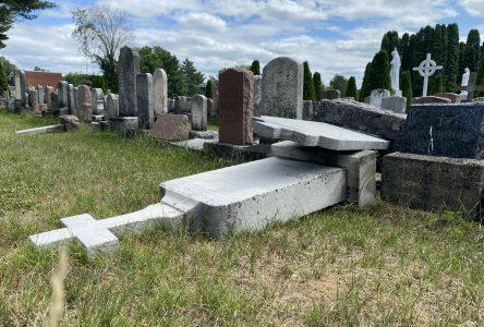 Plusieurs pierres tombales vandalisées au cimetière Saint-Frédéric