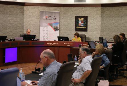L'abolition d'un poste à la MRC divise les maires des municipalités