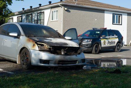 Deux véhicules incendiés la nuit dernière