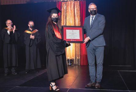 Élizabeth Gauthier se mérite la médaille académique du gouverneur général